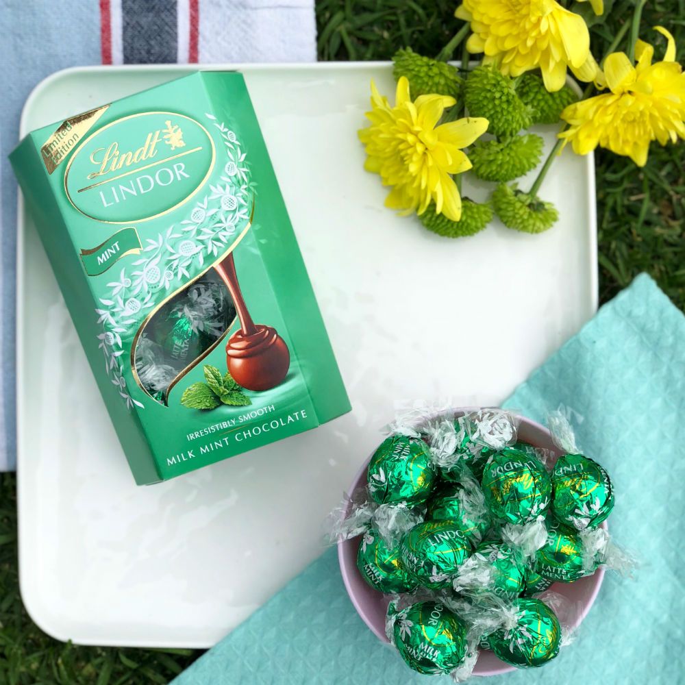 Lindt LINDOR Mint with flowers